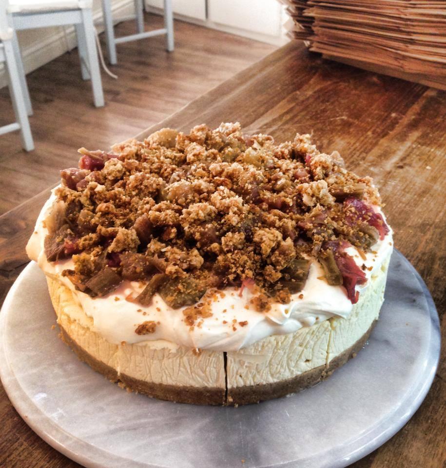 Rhubarb-Crumble-Cheesecake